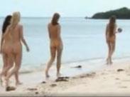 Models nackt am Strand
