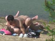 Junges Paar heimlich am Strand beim Ficken gefilmt