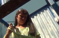 Kamera filmt heimlich Mädchen beim Umziehen