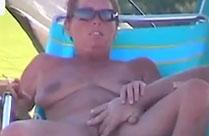 Mann fingert seine Frau in aller Öffentlichkeit