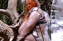 Fette Frau nackt am Strand