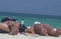 Exotische Weiber nackt am Strand