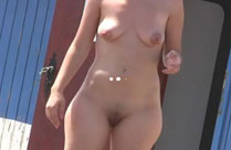 Haarige Fotze und kleine Titten