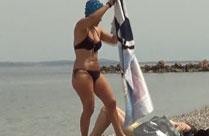 Geile Hausfrau am Strand