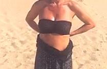 Geiler Striptease am Strand