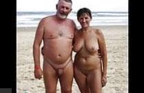 Reife Hausfrauen nackt am Strand
