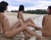 3 lesbische Girls am Strand