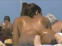 Dame beim Sonnen heimlich gefilmt