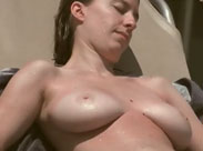 Nackte Brüste heimlich gefilmt