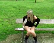 Heimlich pinkeln im Park
