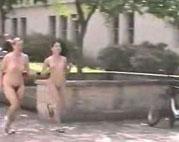 Nackt joggen in der Stadt