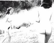 Nackte Mädchen beim Sport