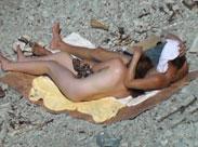 Fette Freundin geniesst dicken Schwanz am Strand