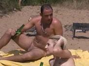 Geile Fotzen und dicke Schwänze nackt in der Sonne