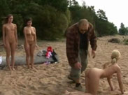Nudistinnen werden geil erzogen