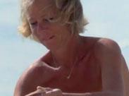 Reife Mütter nackt am Strand