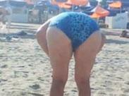 Sex Oma am Strand